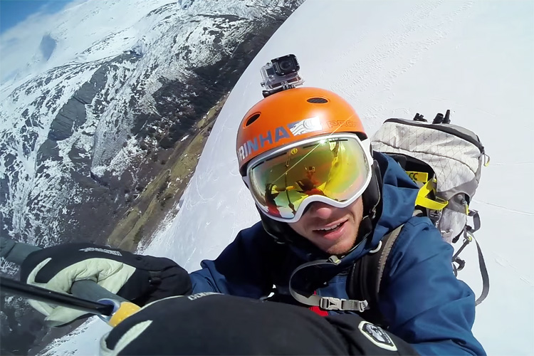 Andreas Toverud has set a new world record for the longest kite jump of all time