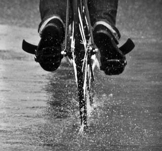 Что нужно помнить, катаясь на велосипеде в дождь или слякоть
