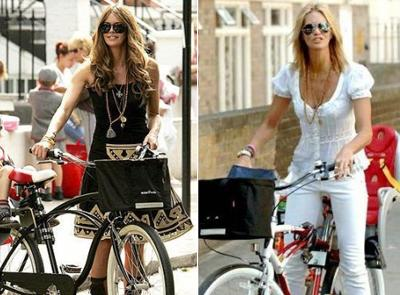 Эль Макферсон на велосипеде круизере